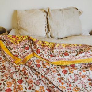 Jeté de lit à motifs jaunes