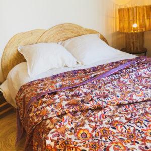 jeté de lit violet et orange